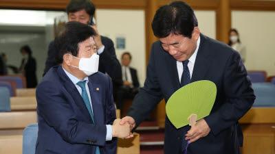 21대 국회 첫 의장, 박병석 vs 김진표 양자구도...초선 표심 오리무중
