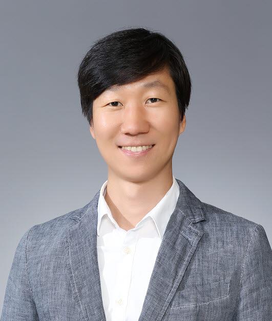 AI의 눈에 해당하는 컴퓨터 비전 분야에서 세계적으로 주목받는 과학자 조민수 포스텍 컴퓨터공학과 교수.