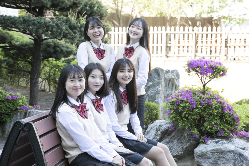 동일여상 학생들