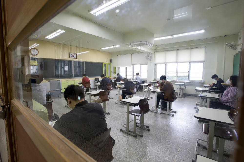 코로나로 미뤄진 공무원 시험 재개