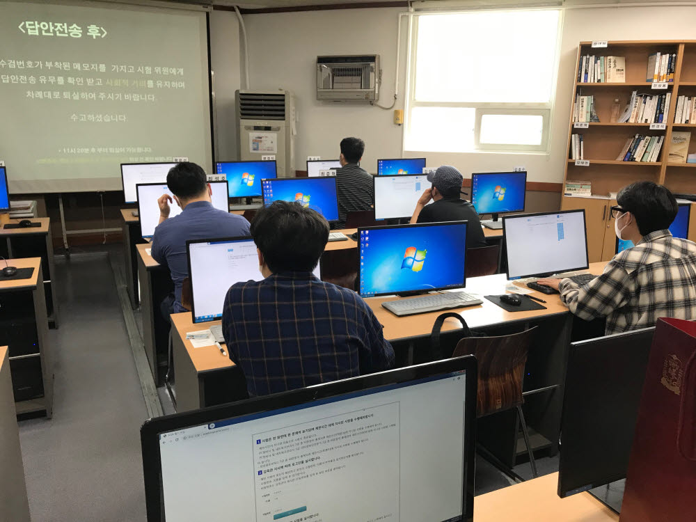 PC 정비사, 네트워크관리사 2급 필기시험 현장. 한국정보통신자격협회 제공