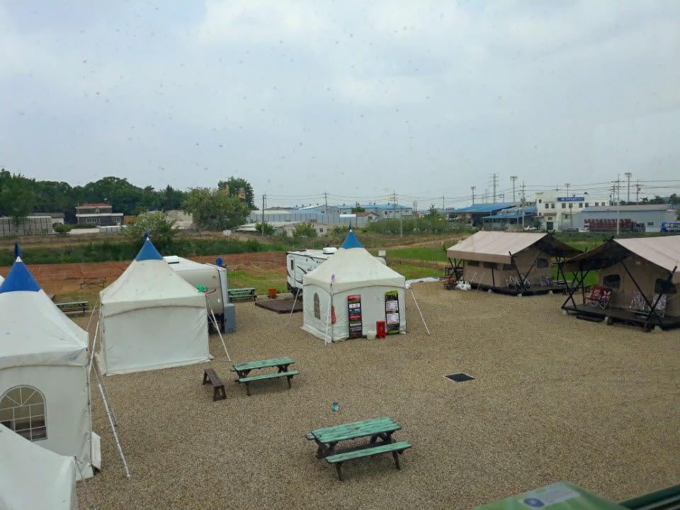 경기 화성에 새롭게 오픈한 라온빌리지 사강스마트팜 캠피장 전경