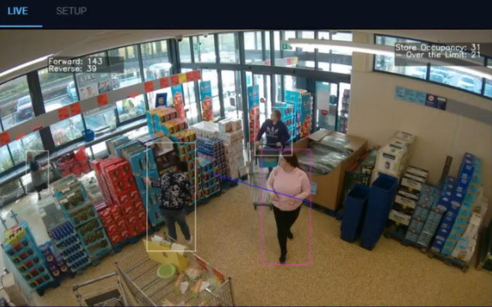 영국 유명 체인점 알디 매장 입구에 AI CCTV가 적용된 모습. ITX 제공