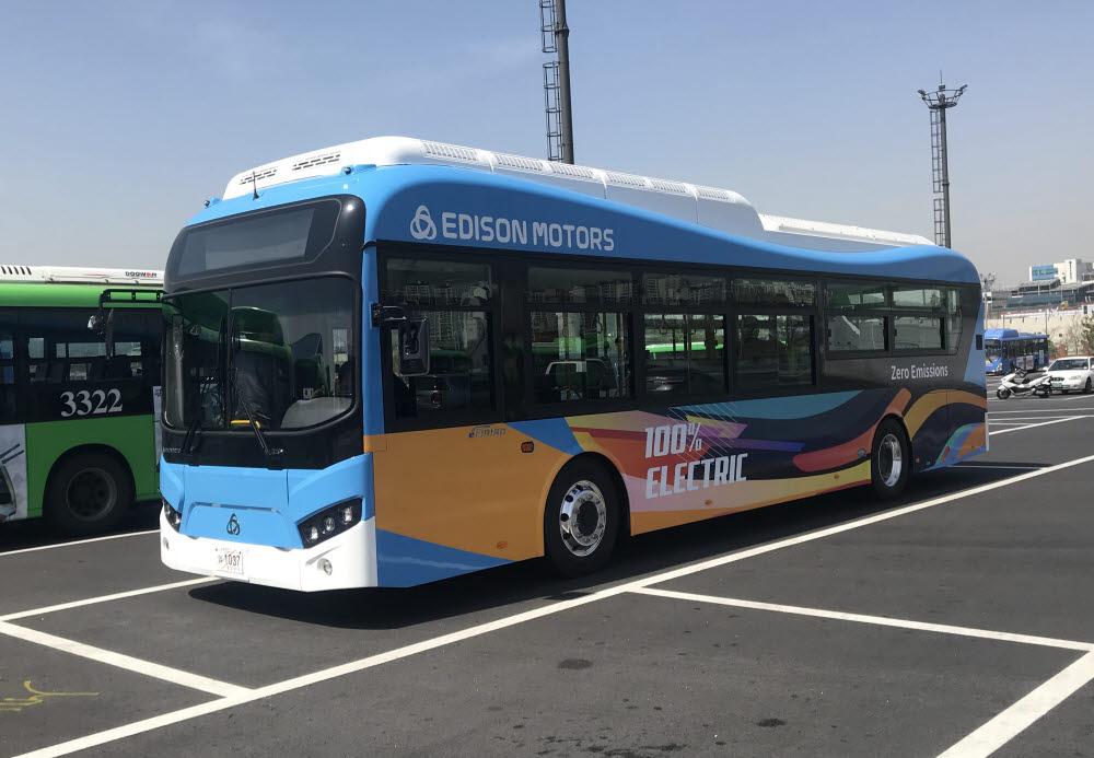 에디슨모터스의 국내 노선용 전기버스 e화이버드.