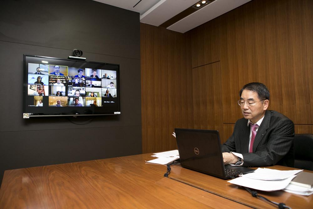 최희남 한국투자공사 사장이 28일 온라인으로 열린 밀켄 시니어 리저널 리더스 세션 회의에 참석하고 있다. (사진=한국투자공사)