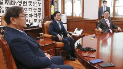 첫 회동하는 국회의장과 여야 원내대표