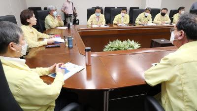 등교수업지원 점검 회의 주재하는 유은혜 교육부 장관