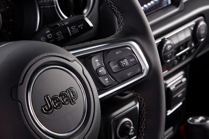 운전대 우측에 자리한 어댑티브 크루즈 컨트롤 스톱(ACC) 버튼.