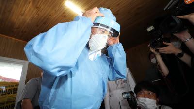 박능후 장관, 서울대병원 선별진료소 의료진 격려