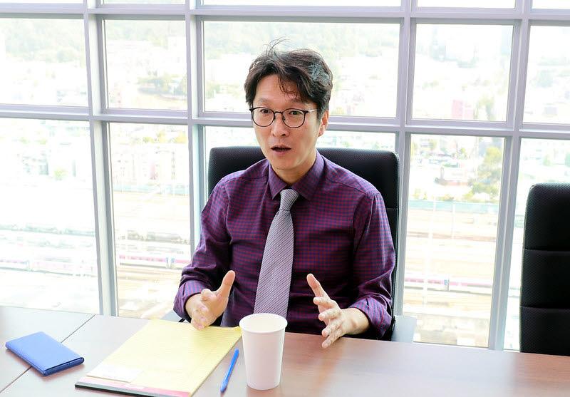 서울 상암동 콘텐츠웨이브 본사에서 만난 이태현 콘텐츠웨이브 대표.