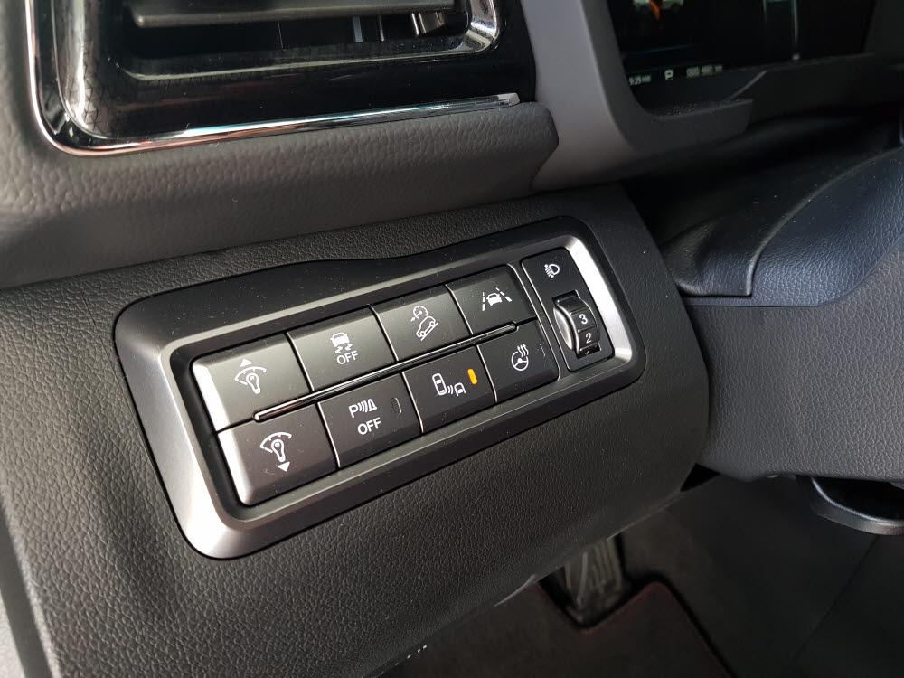 쌍용차 리스펙 티볼리 안전사양을 활성화하는 버튼