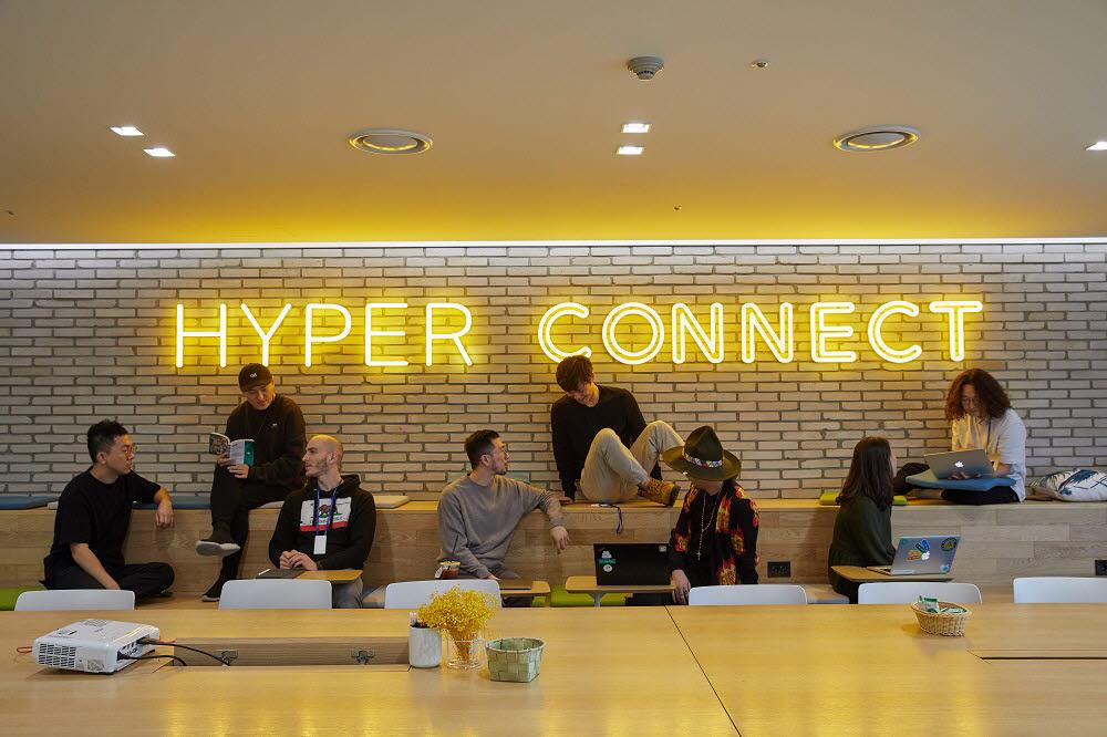 회의 중인 하이퍼커넥트 직원들 사진=하이퍼커넥트