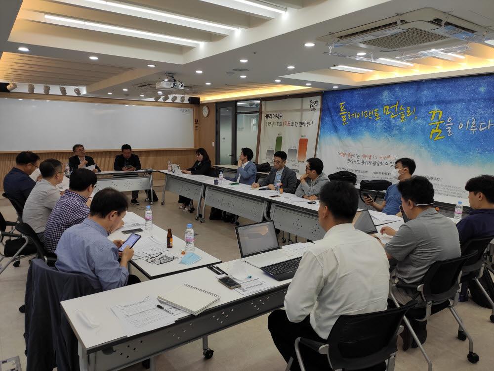 에듀테크산업협회와 클라우드산업협회가 코로나19 대응 및 미래교육체제 전환을 위한 에듀테크 클라우드 태스크포스(TF)를 발족, 회의를 개최했다.
