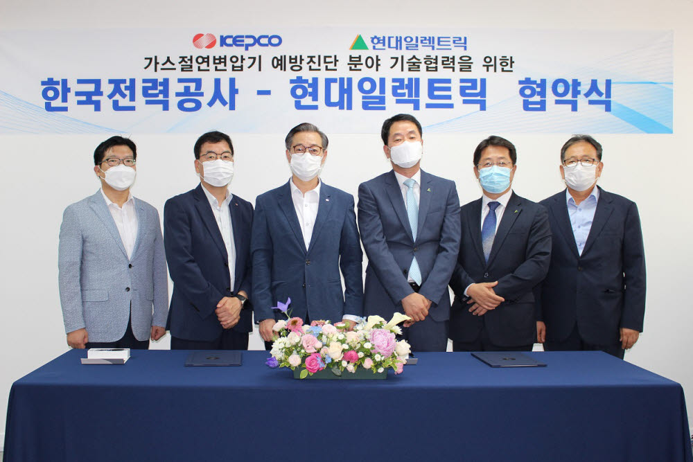 오른쪽 세번째부터 현대일렉트릭 김영기 전력사업본부장, 한국전력공사 김태용 송변전 운영처장