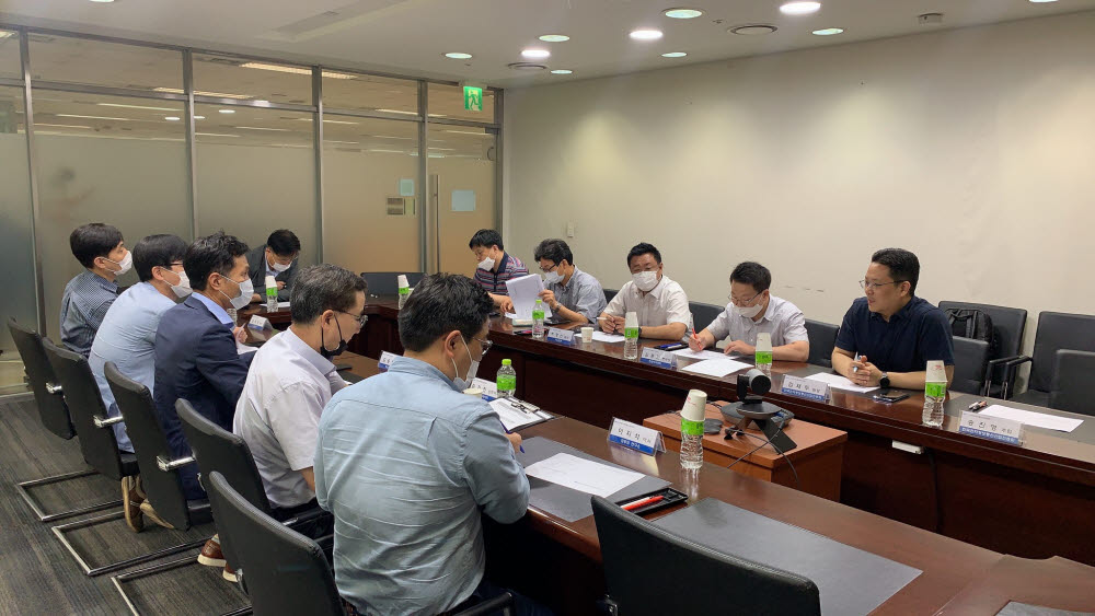 전자산업 인적자원개발협의체(이하 전자SC)는 30일 상암동 전자회관에서 전자?IT 기업, 학계, 연구계 관계자 등 10여명이 참석한 가운데 전자SC 운영위원회를 개최했다고 밝혔다.