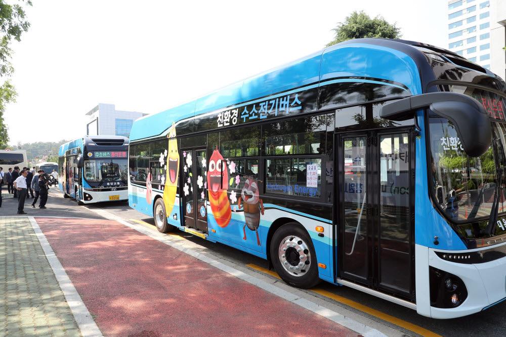 경남 창원시는 기초지자체로 유일하게 수소버스 5대를 자체 보급하는 등 수소차 보급에 두곽을 나타내고 있다.