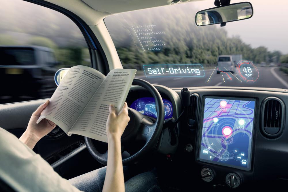 자율주행차는 스스로 세상을 인식하는 눈이 있어야 한다. 따라서 자율주행차를 만드는 사람들은 이 눈을 개발하고 개선하기 위해 분주히 노력하고 있다. (출처: shutterstock)