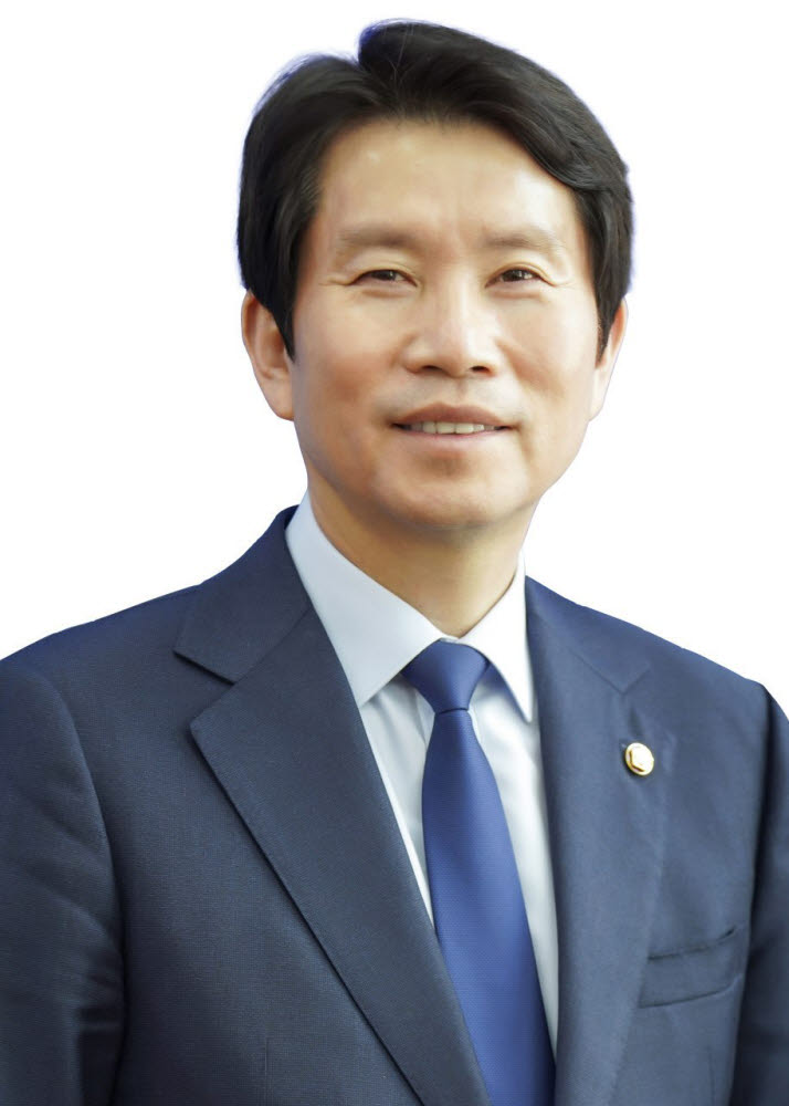 Candidate In-Young Lee, Minister of Unification.