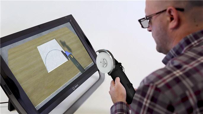 확장현실(XR) 솔루션 지스페이스(zSpace)를 활용한 타일기능사 훈련모습