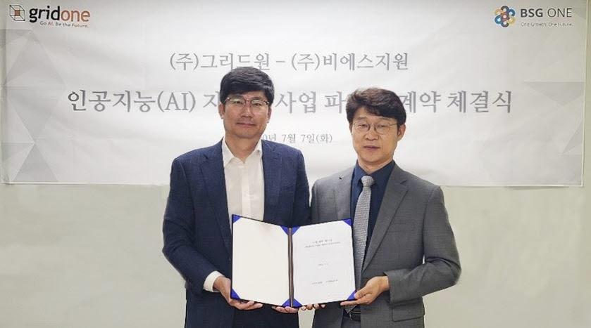 김태룡 비에스지원 대표(오른쪽)와 김계관 그리드원대표는 AI 자동화 사업 파트너십 계약을 체결하고 신규 사업 강화에 협력키로 했다.