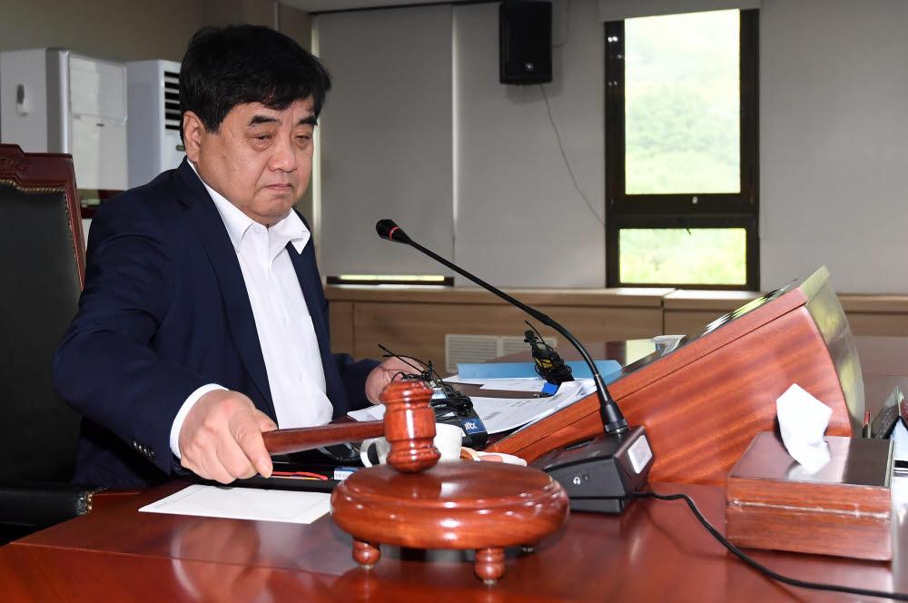 한상혁 방통위 위원장이 이통3사에 대한 제재를 의결했다.
