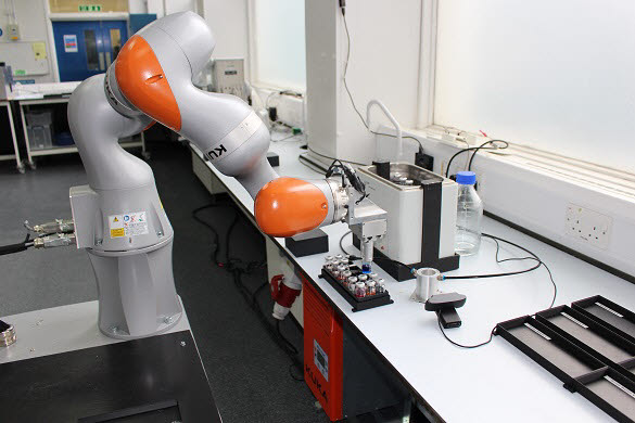 리버풀대 과학 실험 로봇.<사진=리버풀대학교>