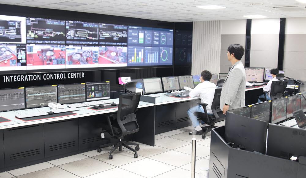 롯데칠성음료 안성공장 통합관제센터.