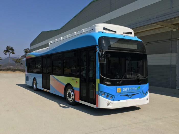 동서교통이 2016년 5월 도입한 에디슨모터스(옛 한국화이바) 전기버스.