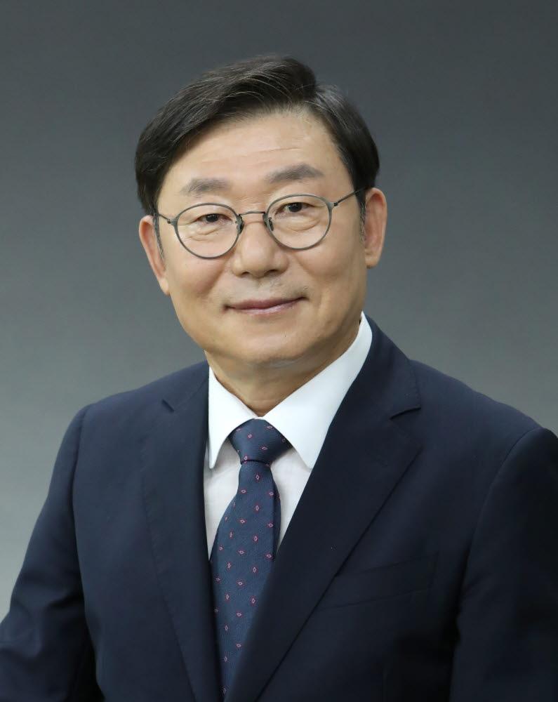 제10대 충남연구원장 윤황. [사진= 충남연구원 제공]
