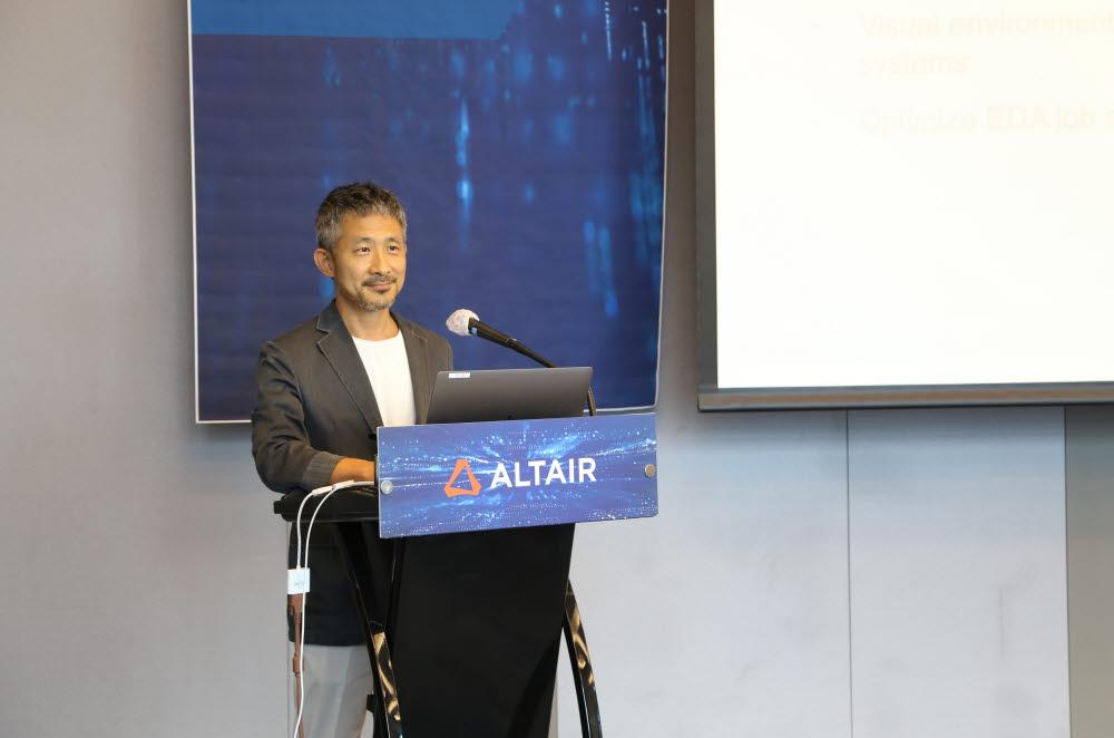 문성수 한국알테어 대표가 21일 삼성동 파르나스호텔에서 기자간담회에서 알테어 기업 소개와 시장 공략 전략 등을 발표하고 있다. 한국알테어 제공