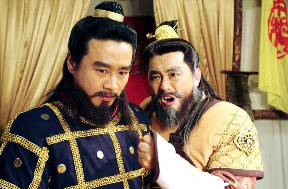 이광기는 2000년 KBS 대하드라마 태조왕건 당시 신검 역으로 맹활약했다. 서인석(견훤 역, 오른쪽)과 함께 연기중인 이광기의 모습. (사진=KBS 제공)