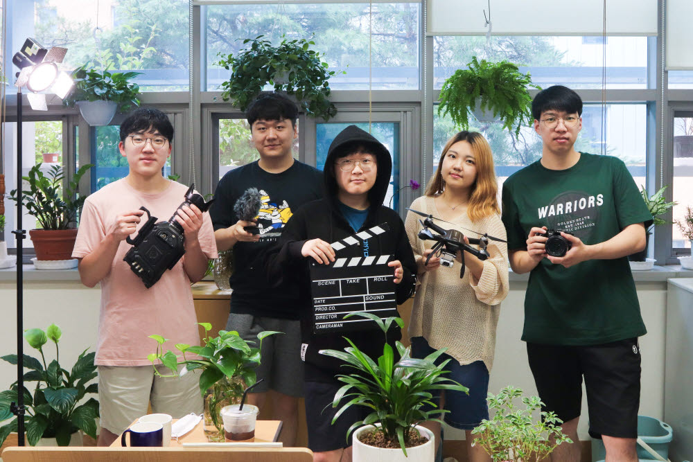 서울시가 주최한 슬기로운 물순환 경진대회에서 최우수상을 수상한 GIST 버터 플라이 학생들.