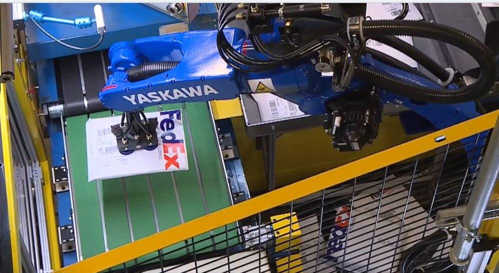 페덱스의 미국 멤피스 물류 창고에 도입된 물류 분류 로봇. <사진=페덱스>
