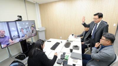 """권평오 KOTRA 사장 """"올해 2500개사에 해외 온라인 유통망 입점 지원"""""""