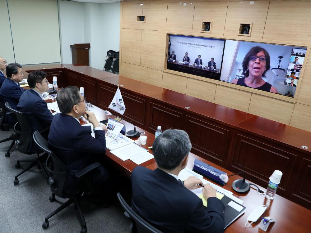 한미일 3국 의원이 29일 영상회의를 열고 코로나19 대응 협력 방안을 논의했다.