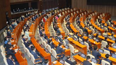 임대차보호법 국회 본회의 통과...21대 국회의장·상임위원장 이어 첫 법안도 민주당 단독 처리