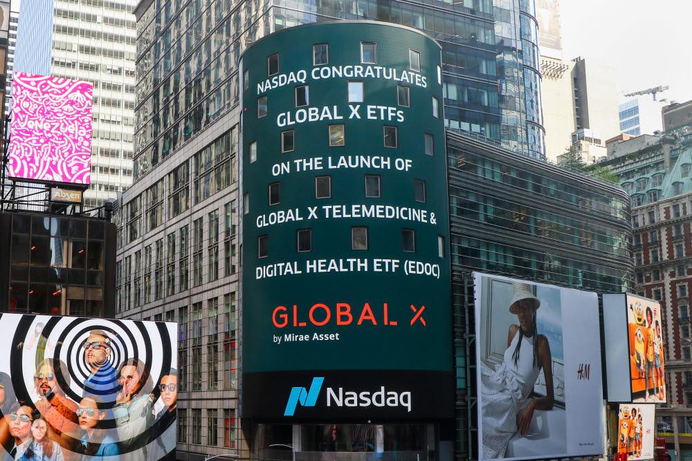 미국 뉴욕 타임스퀘어에 위치한 나스닥 마켓사이트에 표시된 글로벌엑스 EDOC ETF. (사진=미래에셋자산운용)