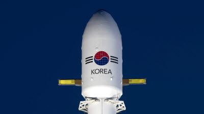 군 최초 독자 통신위성 '아나시스 2호' 정지궤도 안착