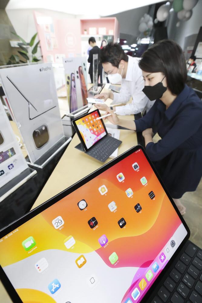 KT는 애플 프리미엄 패드 교체 프로그램 KT 아이패드 슈퍼체인지와 고가 패드 파손 보험 패드 프리미엄 파손을 공식 출시했다.