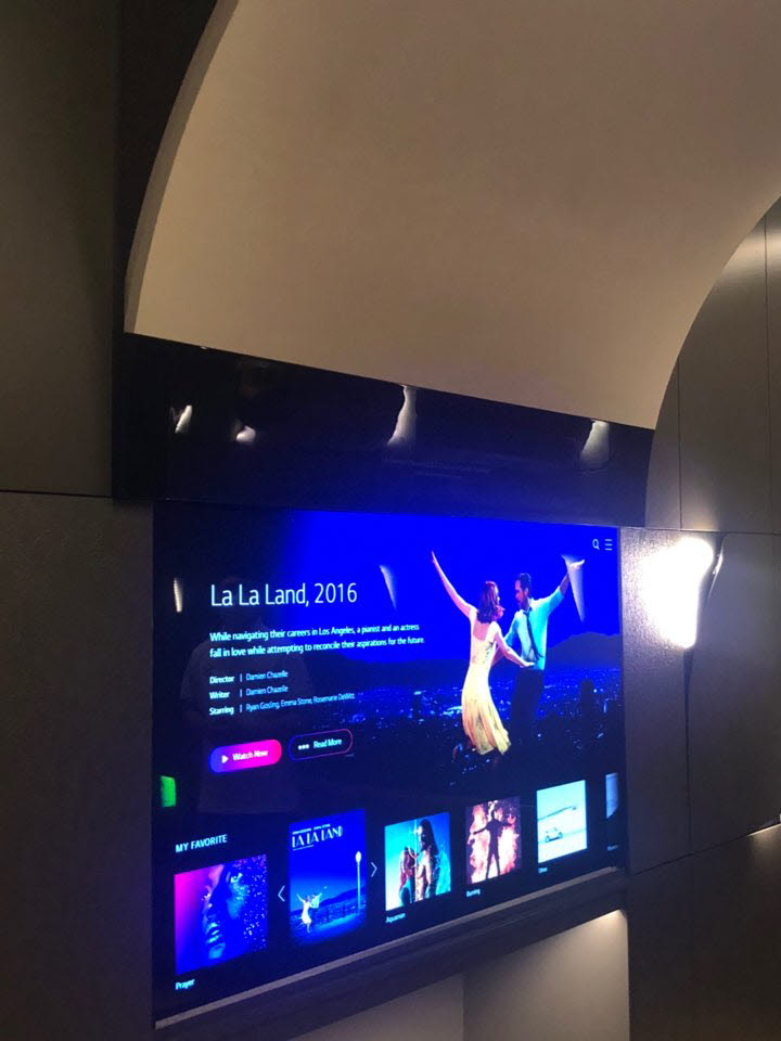 상하 이동형 65인치 OLED TV