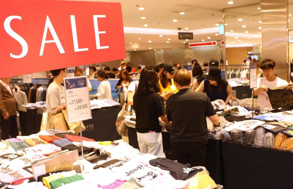 한국패션산업협회 주관으로 열린 백화점 코리아패션마켓 행사