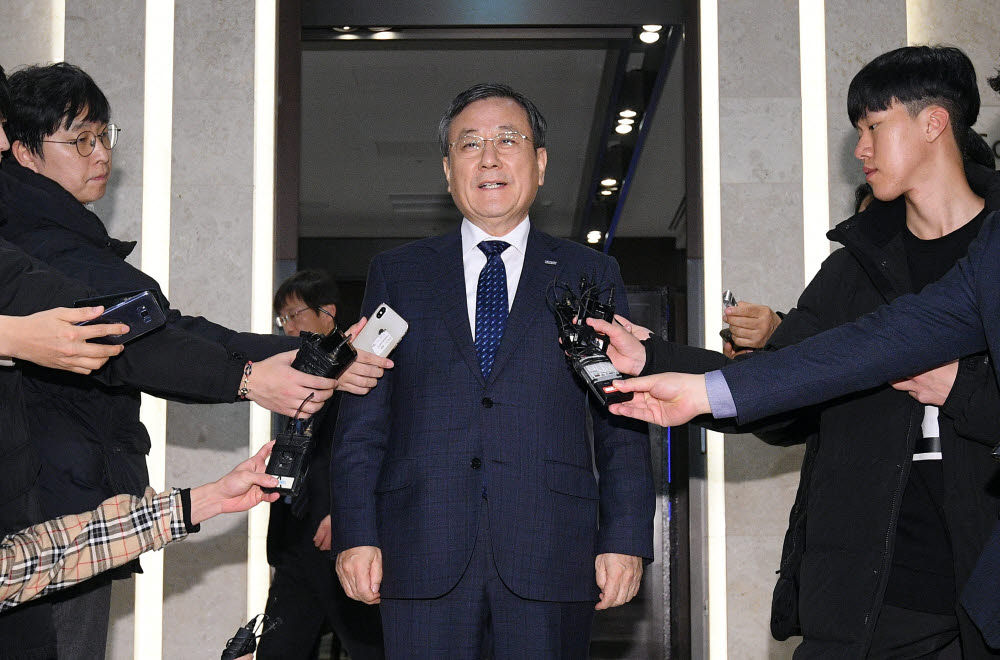 지난 2018년 12월 14일 진행된 KAIST 정기 이사회에 참석한 신성철 총장. 당시 이사회에 신 총장의 직무 정지 안건이 올랐으나, 유보됐다.