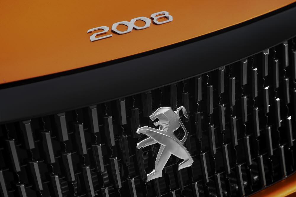 [신차드라이브] 올 뉴 푸조 2008, 덩치 키운 '아기 사자'