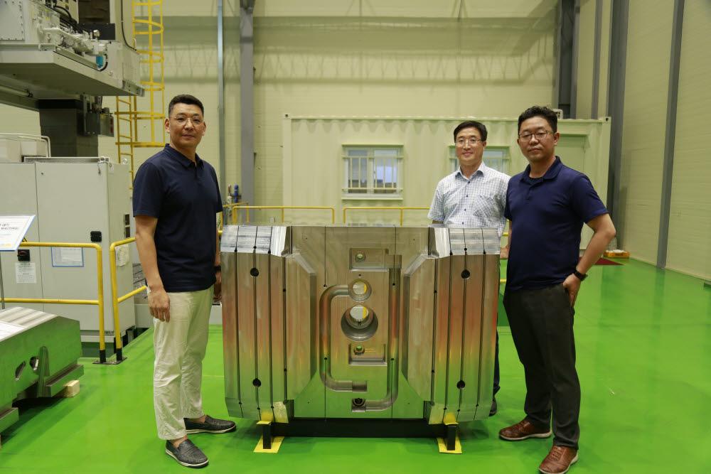 ITER한국사업단 블랑켓기술팀 사진 왼쪽부터 김사웅 팀장, 정시군 연구원, 박병일 연구원.