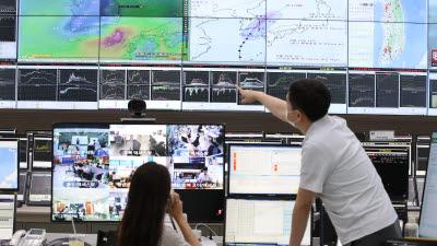 태풍 북상과 집중호우 대비하는 통신사 네트워크센터 상황실