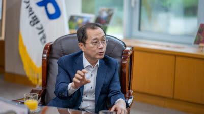 """석제범 IITP 원장 """"첨단 R&D 산파 역할로 코로나19 돌파구 마련할 것"""""""