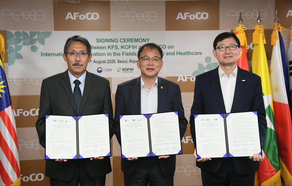 11일 산림청과 한국국제보건의료재단, 아시아산림협력기구는 기후변화 및 코로나19 이후시대 보건의료·산림 국제협력 분야에서의 미래지향적 상호 협력을 위한 업무협약을 체결했다.