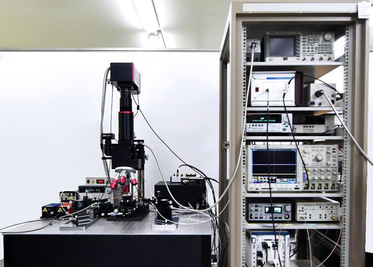 KBSI가 처음으로 개발, 상용화까지 성공시킨 공초점 열반사 현미경 시스템 모습