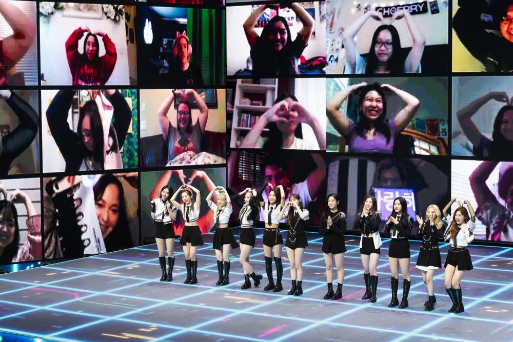KCON:TACT 2020 SUMMER 이달의소녀 공연 모습. (사진=CJ ENM 제공)