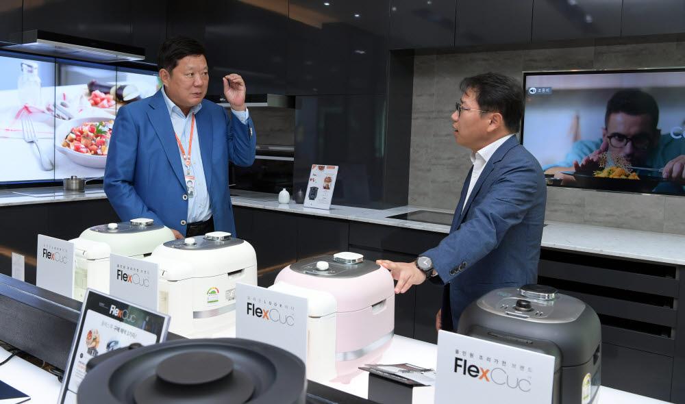 """[데스크가 만났습니다]박재순 쿠첸 대표 """"하는 요리서 보는 요리, '플렉스쿡'으로 조리가전 문화 선도"""""""